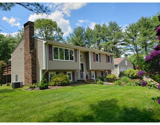 7 Simmons St, Freetown, MA 02702