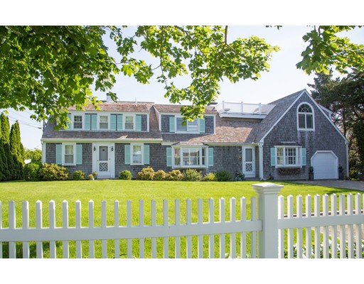 118 Bridge St, Barnstable, MA 02655