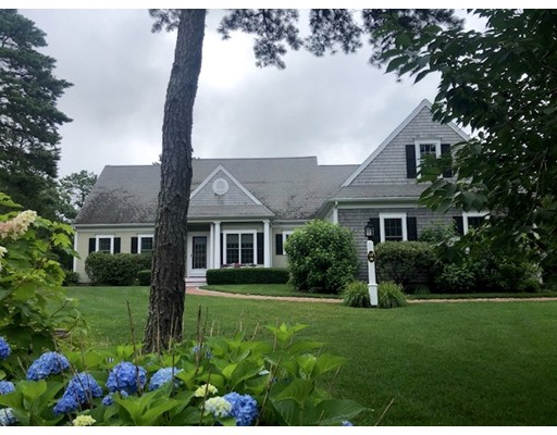 18 Pond Edge Trl, Wareham, MA 02571