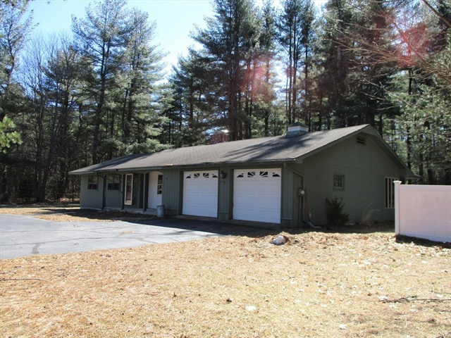 92 Pleasant St, Dunstable, MA, 01827, Middlesex Home For Sale