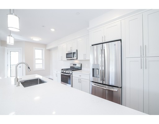 18 Johnson Ave #4, Quincy, MA 02169