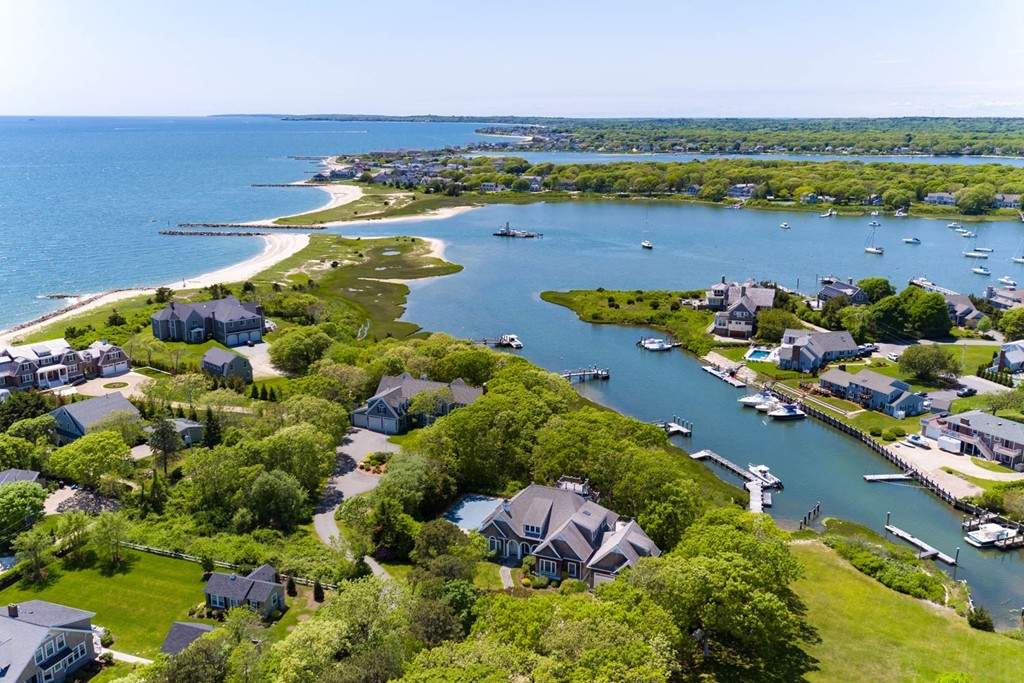 Photo of 39 Davis Neck Rd Falmouth MA 02536