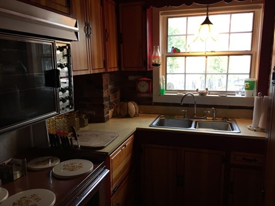288 Deerfield St, Greenfield, MA: $130,000