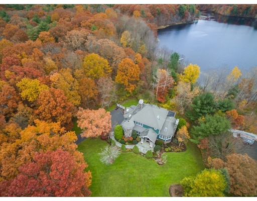8 Beaumonts Pond Dr, Foxboro, MA 02035