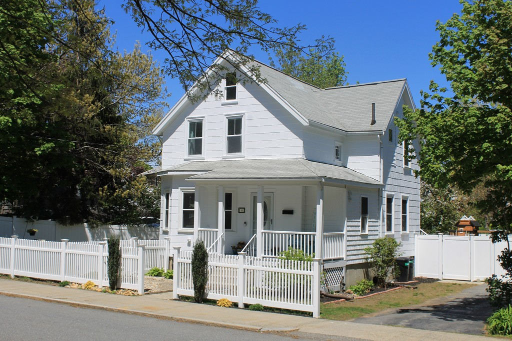 Photo of 18 Elm St Wakefield MA 01880