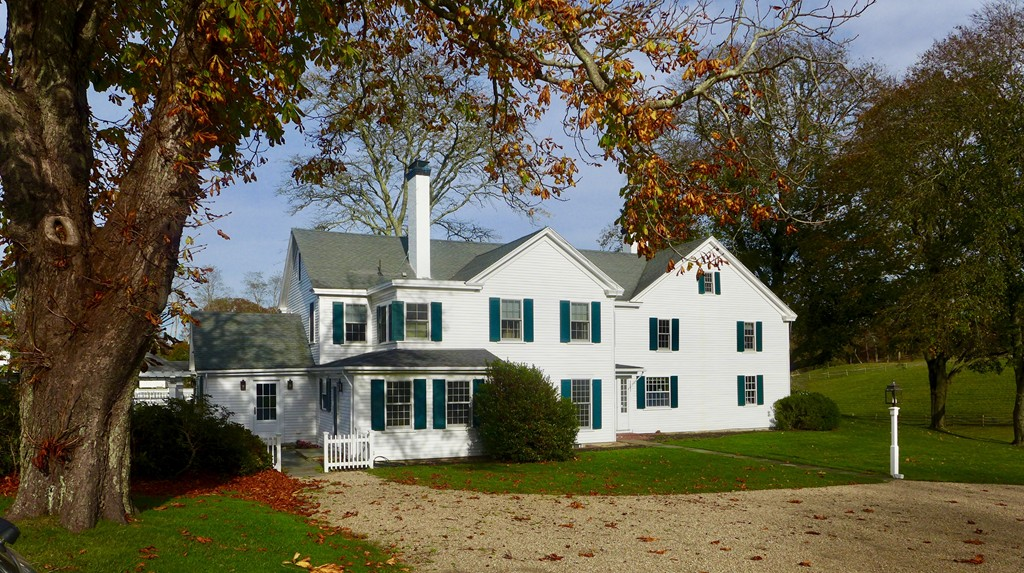 Photo of 31 Lamberts Cove Rd Tisbury MA 02568