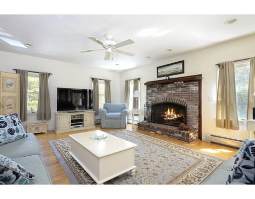 385 Whistleberry Dr, Barnstable, MA 02648