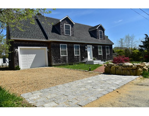 1 Bird St, Oak Bluffs, MA 02557
