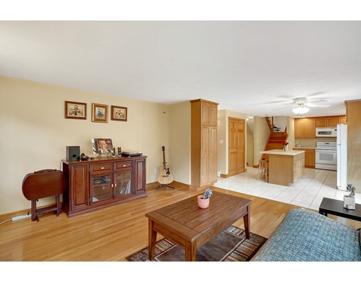 10 Old Country Ln, Abington, MA 02351