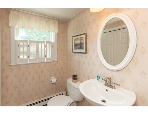 14 Rutledge Rd, Natick, MA 01760