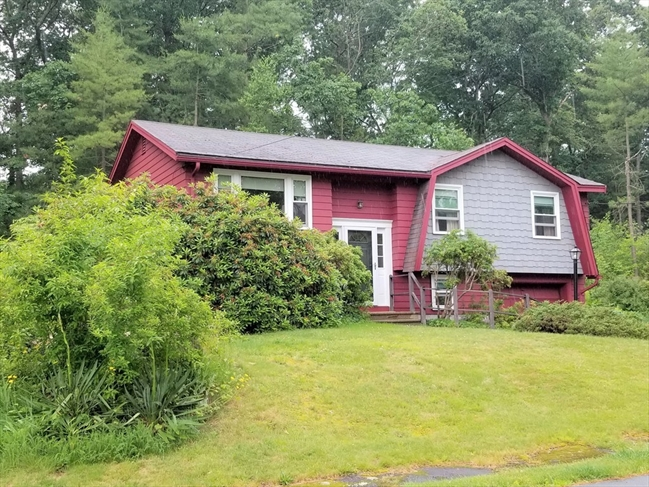 33 Robinhood Lane Billerica MA 01821