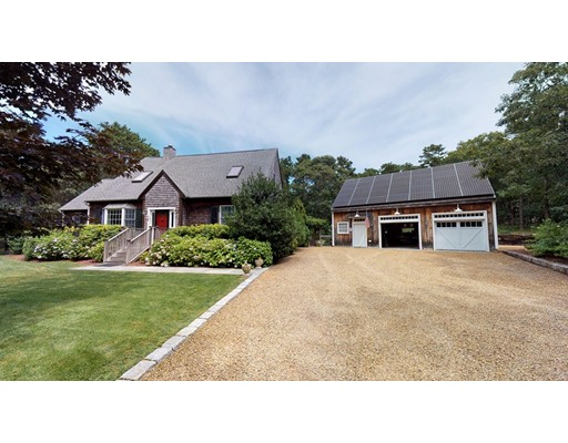 5 Upper Meadow Ln, Oak Bluffs, MA 02557