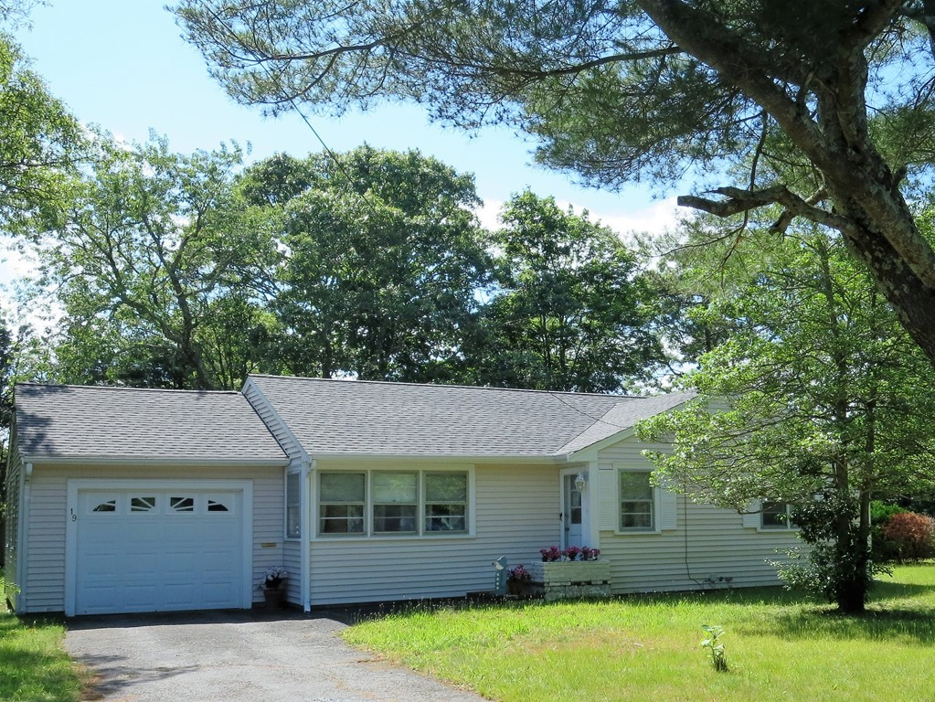 Photo of 19 Bacon Rd Barnstable MA 02601