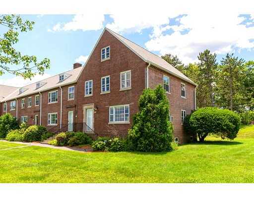 11 Walnut St E, Devens, MA 01434