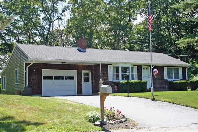 8 Lincoln Street Lakeville MA 02347