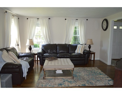 2 Railroad Ave, Upton, MA 01568