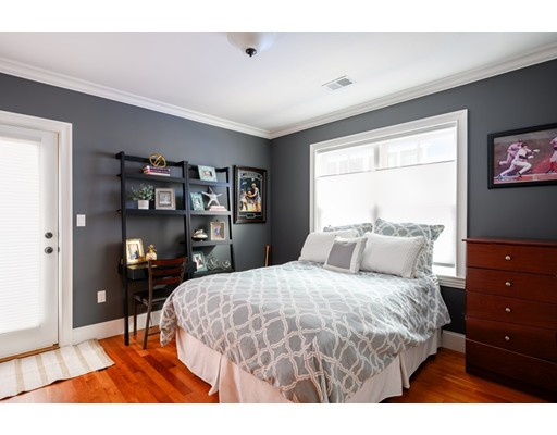 49 L St #8, Boston, MA 02127