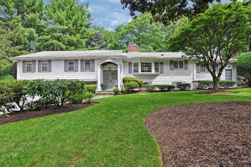 Photo of 44 Sherburn Circle Weston MA 02493