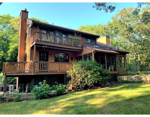 19 Bayes Hill Rd, Oak Bluffs, MA 02557