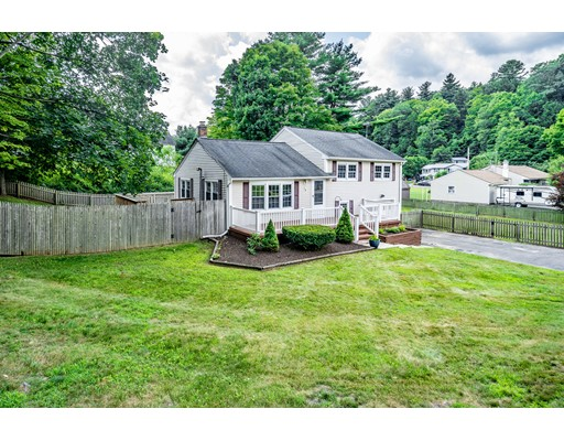 70 Raymur Dr, Russell, MA 01071