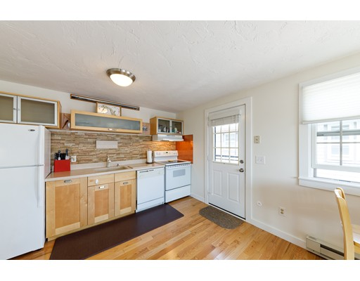 945 Commercial St 3D, Provincetown, MA 02657