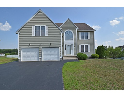 74 Macintosh Ln, Fitchburg, MA 01420