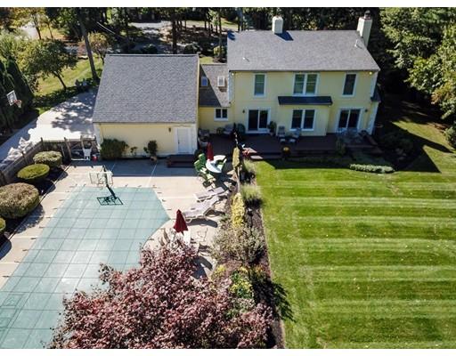 11 Carlos Estates Dr, Berkley, MA 02779