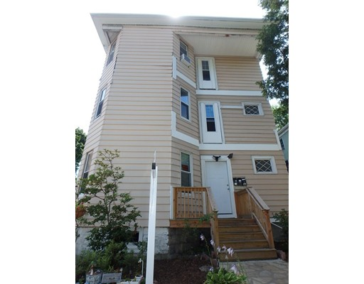 8 Courtland St, Worcester, MA 01602