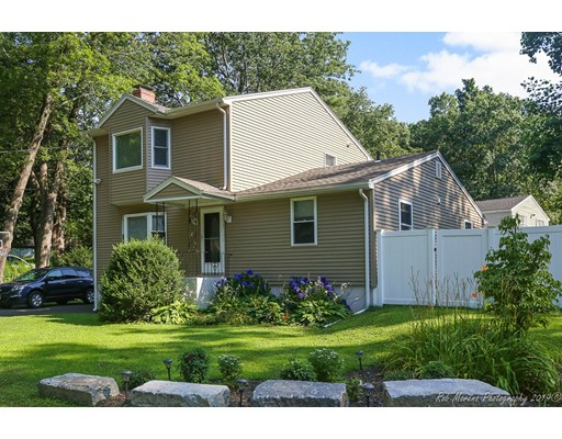 1 Taylor St, Georgetown, MA 01833