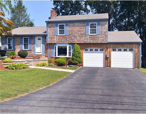 6 Cherry Ln, Barrington, RI 02806