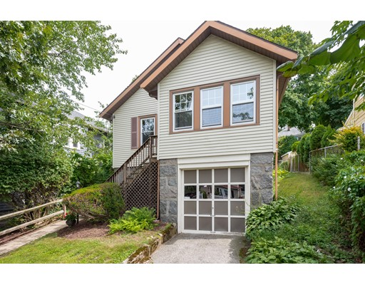 18 Oval Rd, Quincy, MA 02170