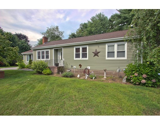 8 Fran Ave, Plaistow, NH 03865