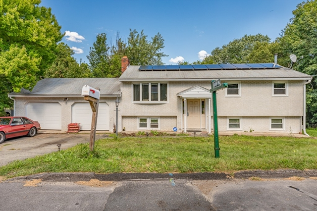 5 Russell Court Woburn MA 01801