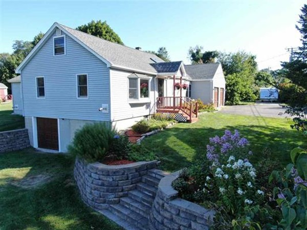 Photo of 252 Island Pond Rd Derry NH 03038