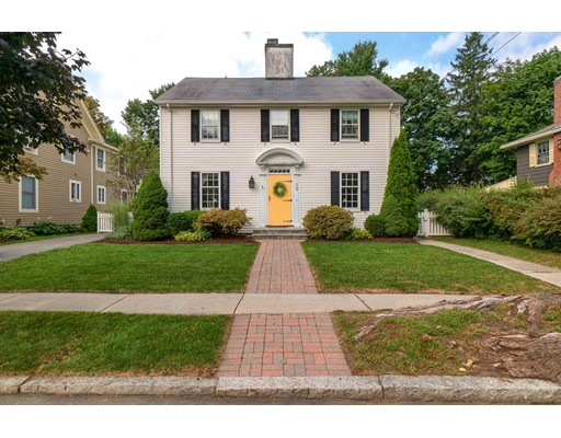 29 Pentucket Ave, Lowell, MA 01852
