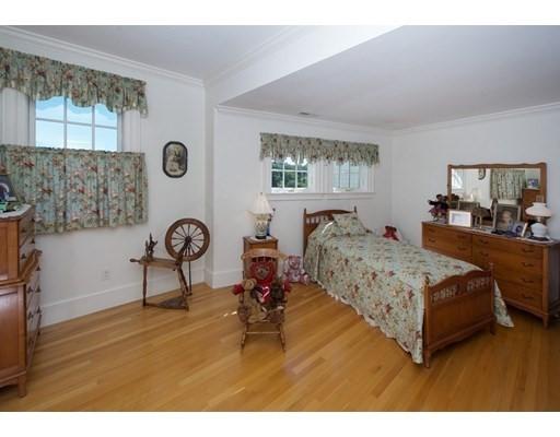 4 bed, 3 bath home in Hamilton for $2,595,000