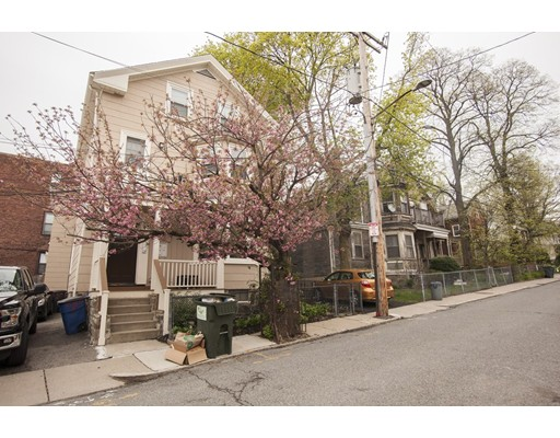 6 Chilcott Pl, Boston, MA 02131