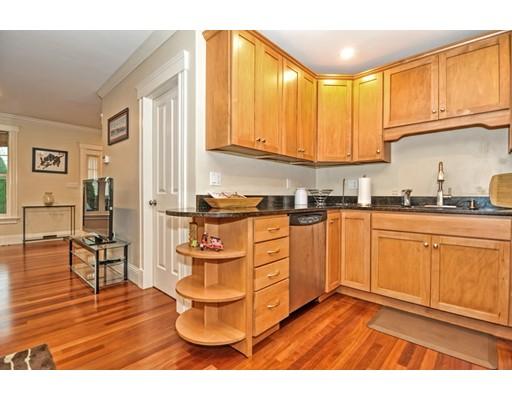 41 Oak St B, Somerville, MA 02143
