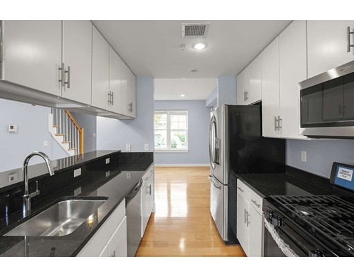12 Blue Jay Cir 12, Boston, MA 02126