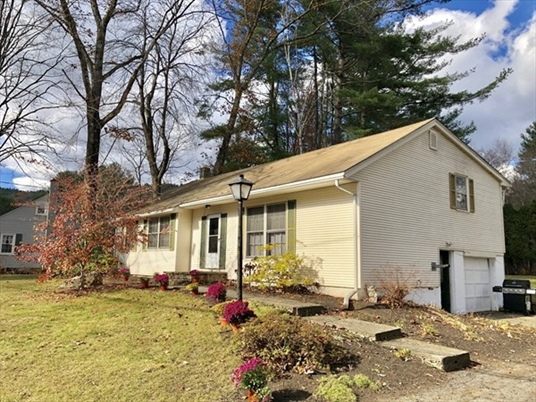 49 Lunt Dr, Greenfield, MA: $239,900