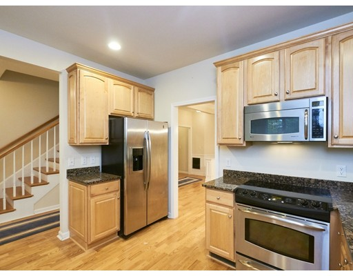 27 Bartlett Way Unit 2, Waltham, MA 02452