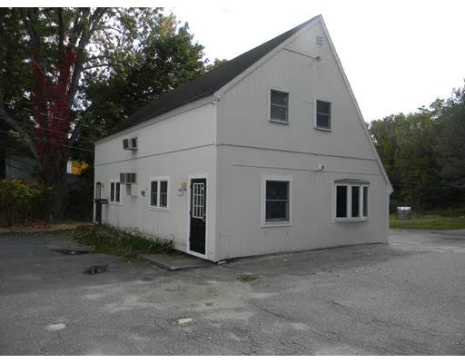Multipurpose open concept commercial space ready for your ideas and input.  Wide open floor plan with separate new half bath and kitchenette. New windows and flooring.  Landlord will help with renovations to make it what you need it to be. Rent includes Heat and electricity.