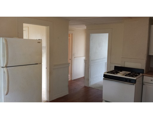 Close to everything Plymouth has to offer!    Walk to Downtown or Waterfront, Walk to Train, Shops, Etc.    Nice 2 bedroom third floor apartment . Gas Heat, Coin operated laundry on site.  Fresh paint and updated kitchen.   Available Dec 15