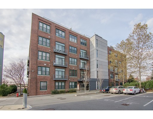 43 Charlton St Unit B-405, Everett, MA 02149