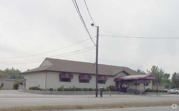 Well known, high profile restaurant on busy Route 6 in Dartmouth (over 13,000 cars/day). Best Western Hotel and Capri Motel are located next to property and Cask & Pig is within 2,000 feet. Great opportunity for new concept restaurant. Owner willing to consider concessions to assist in renovations. Ground lease possibilities for 1.39 acre site to support brand new retail construction.
