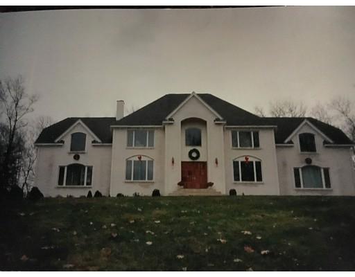 48 Goodnow Ln, Framingham, MA 01702