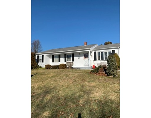 Enjoy one level living in this spacious 3 bedroom ranch in desirable far North location! This home offers so much and is larger than it appears! Easy to show! $279,500 (R200)