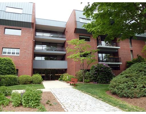 75 Grove St Unit 121, Wellesley, MA 02482