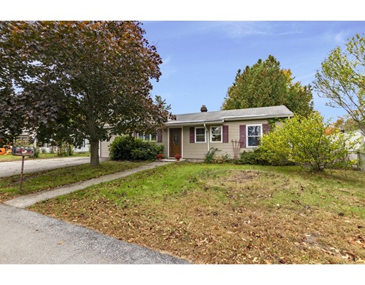 20 Laurie Ln, Lowell, MA 01854