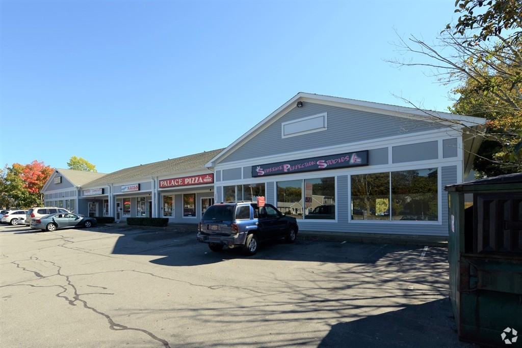 Location! Location!! Two great  Retail/Restaurant Spaces with plenty of parking on Rte 6 in Fairhaven between 2 banks  - -   600 SF Unit C is $1,500   & 1,250 SF Unit D is $2,200